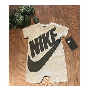 NIKE BABY SHORTS JUMPER SIZE 6 months